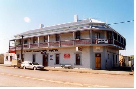 Grand Junction Hotel - Accommodation Brisbane