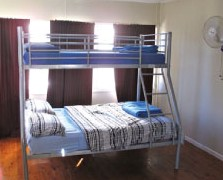 Surf N Sun Beachside Backpackers - Accommodation Brisbane