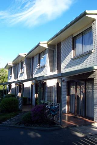 Davey Place Holiday Town Houses - Accommodation Brisbane