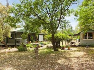 Red Tractor Retreat - Accommodation Brisbane