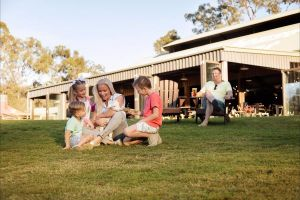 Paradise Country Farmstay - Accommodation Brisbane