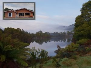 Tullah HideAway - Lakeside  Mountain Views - Accommodation Brisbane
