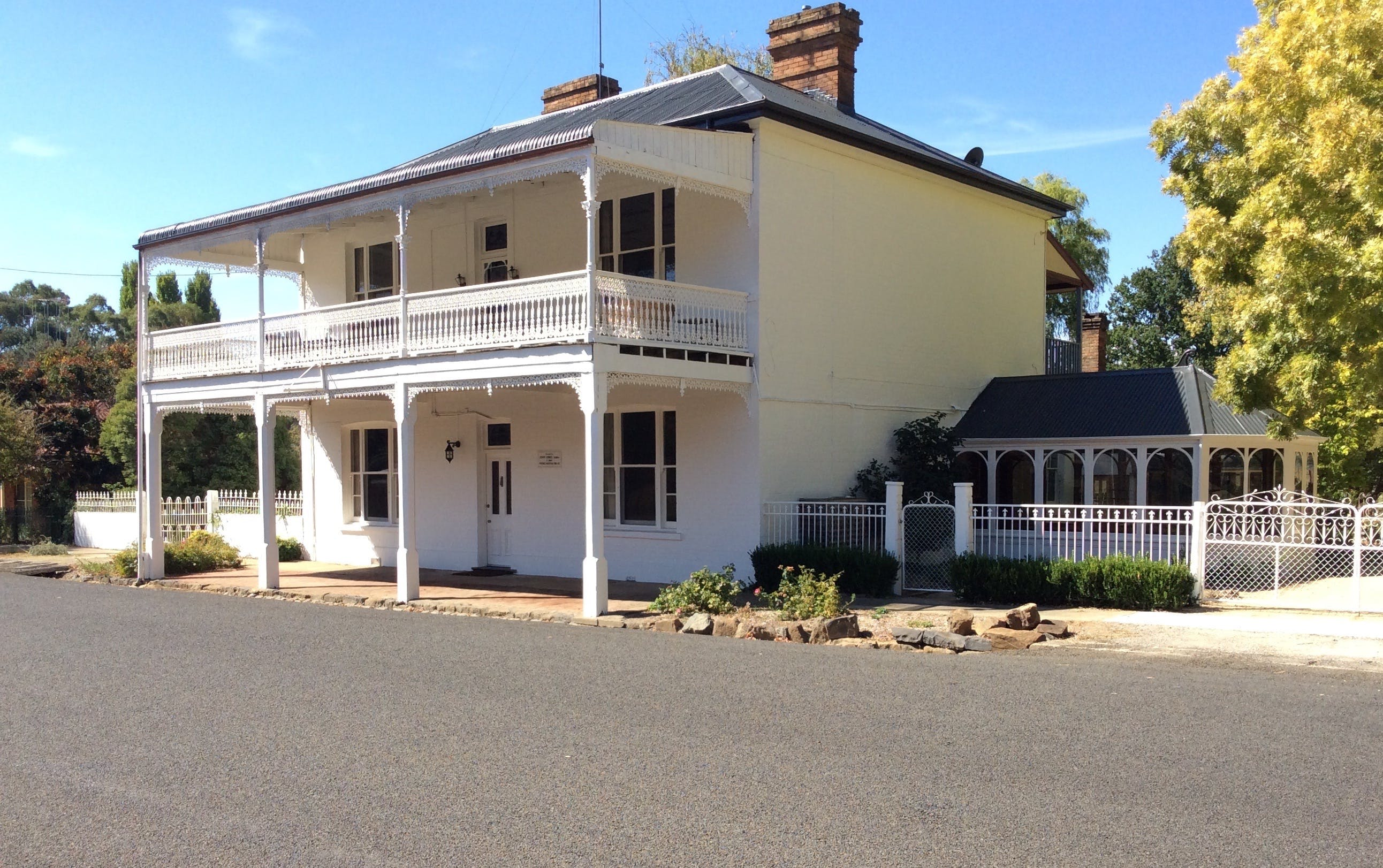 The White House Carcoar - Accommodation Brisbane