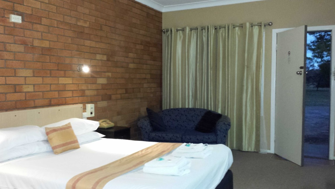 AA Hilldrop Motor Inn - Accommodation Brisbane