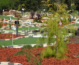 18 Hole Mini Golf - Club Husky - Accommodation Brisbane