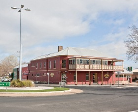Kellys Rugby Hotel and Bottle Shop