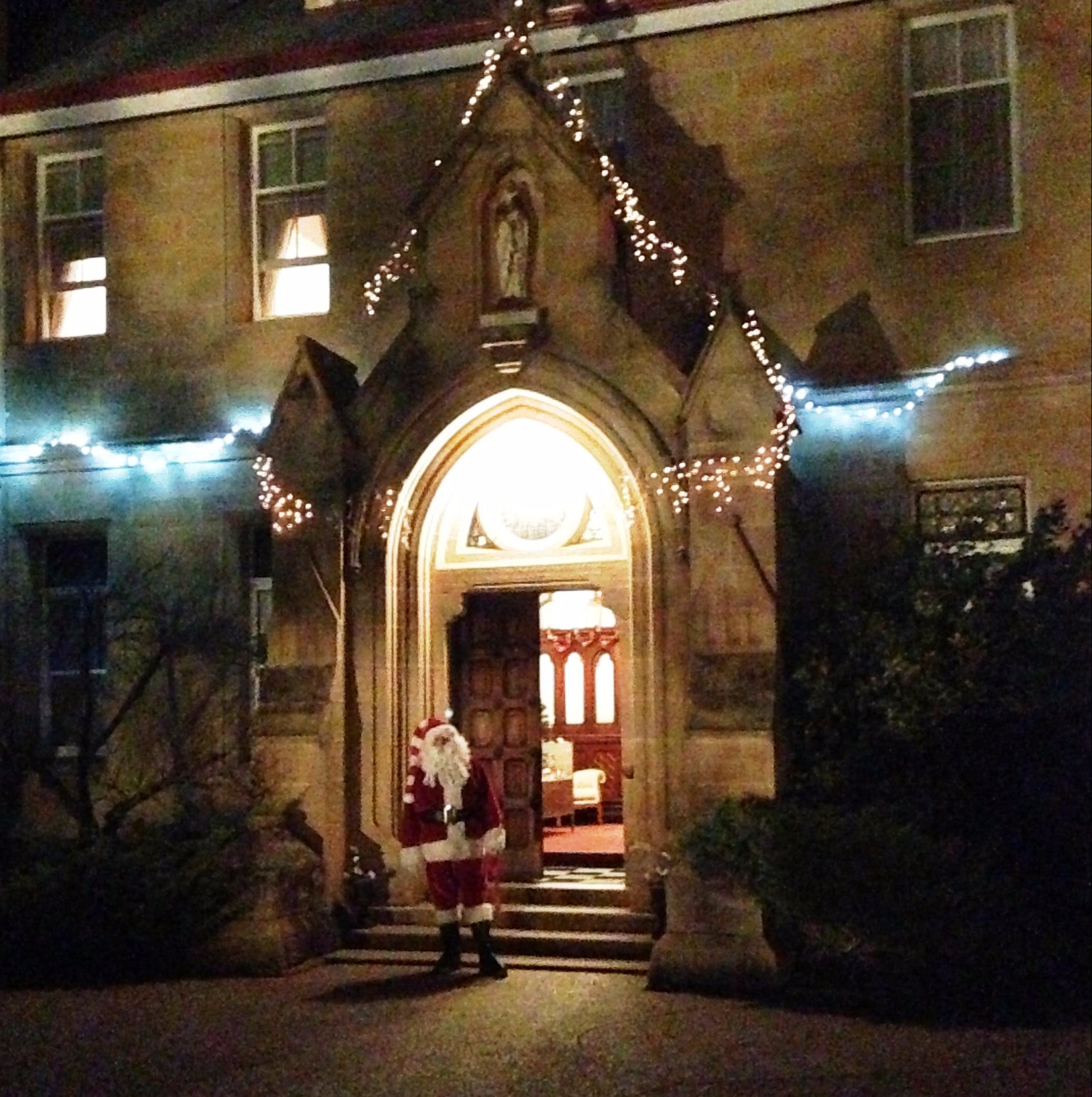 Abbey of the Roses - Christmas in July - Accommodation Brisbane