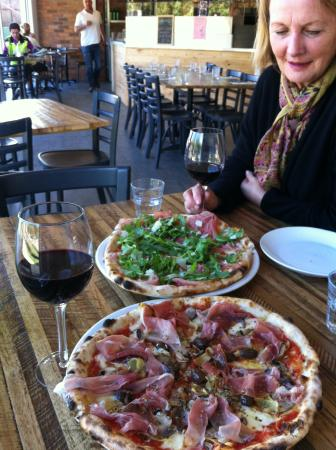 Bastoni Pizzeria - Accommodation Brisbane