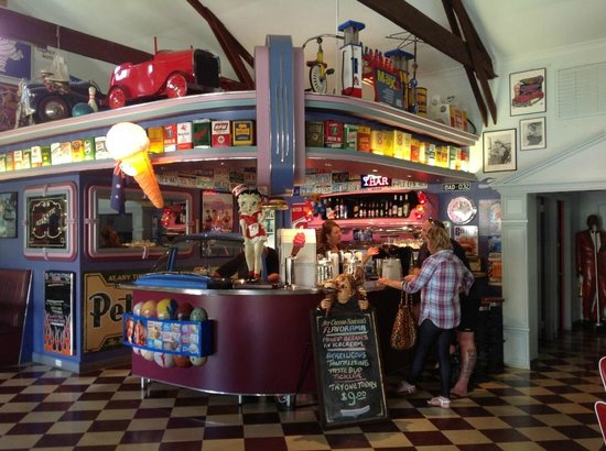 Cruzin' in the 50's Diner - Accommodation Brisbane