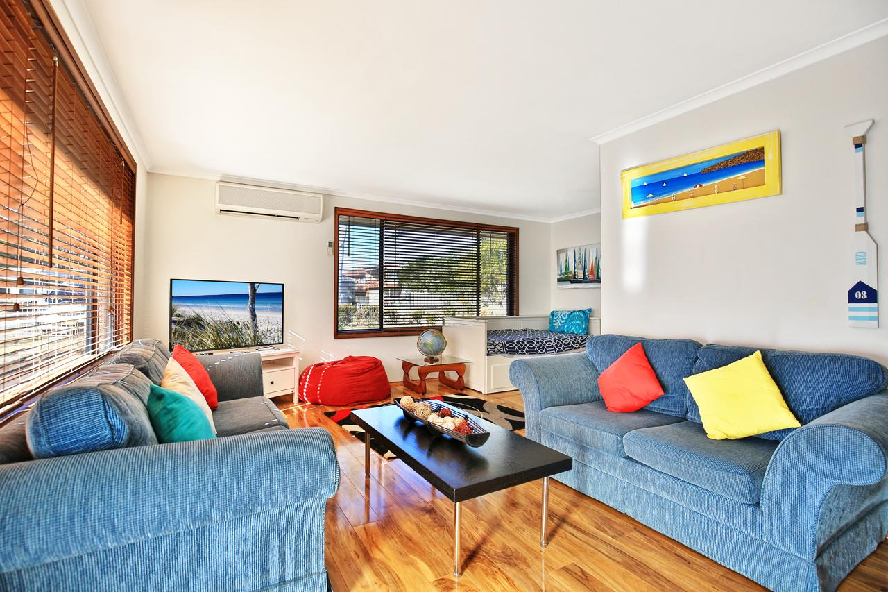 Sandy Toes Beach House Jervis Bay - 2min to Beach - Accommodation Brisbane
