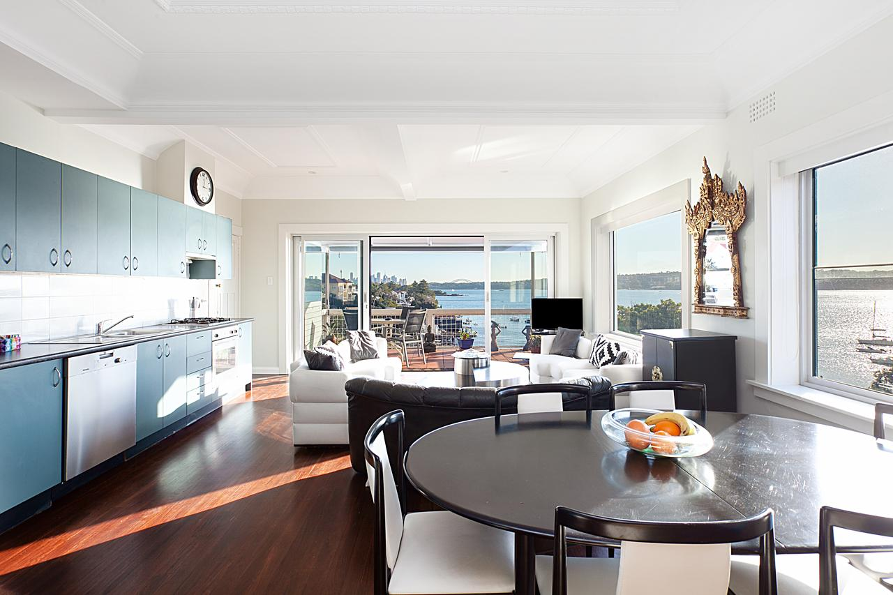 Art Deco Apartment With Breathtaking Water Views - Accommodation Brisbane