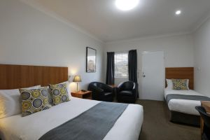 Cadman Motor Inn and Apartments - Accommodation Brisbane