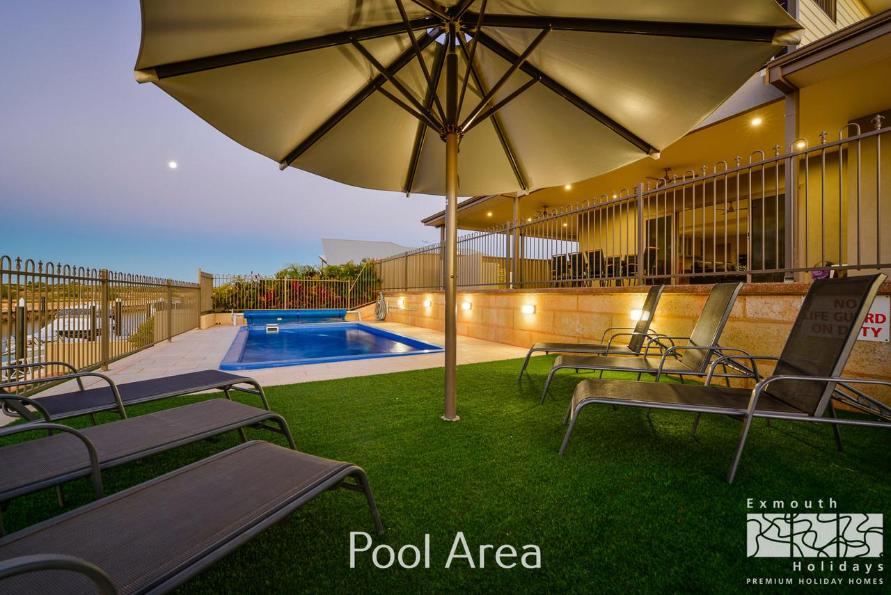 7 Kestrel Place - PRIVATE JETTY  POOL - Accommodation Brisbane