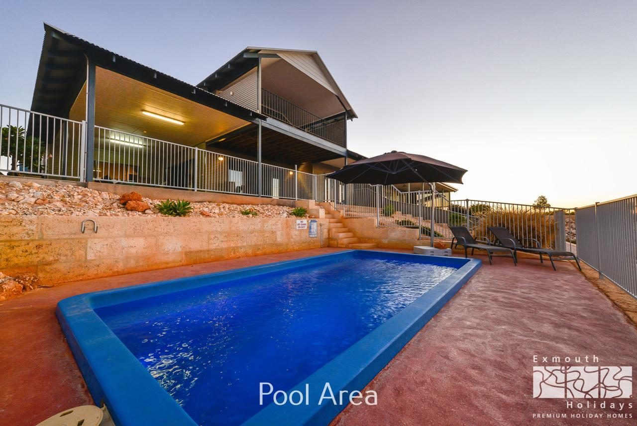 3 Kestrel Place - PRIVATE JETTY  POOL - Accommodation Brisbane
