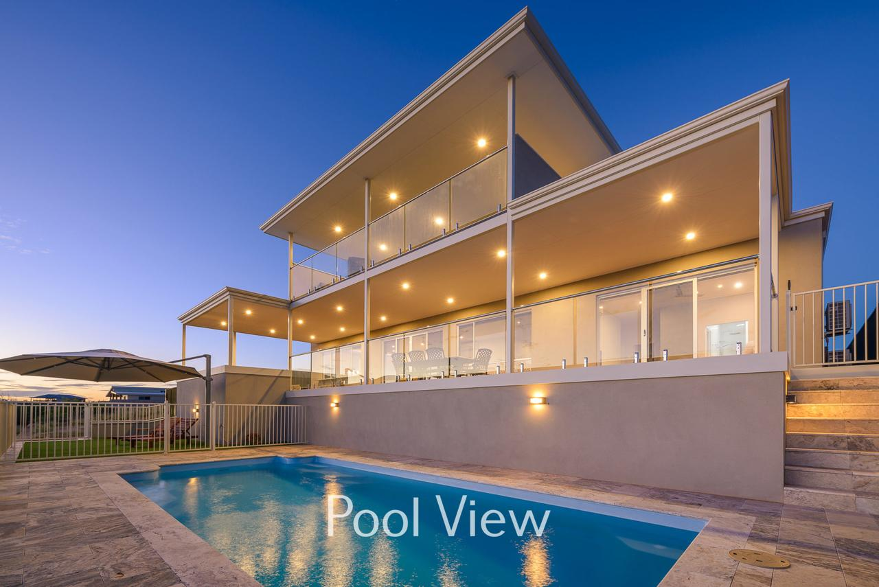 32 Corella Court - Private Jetty and Pool - Accommodation Brisbane